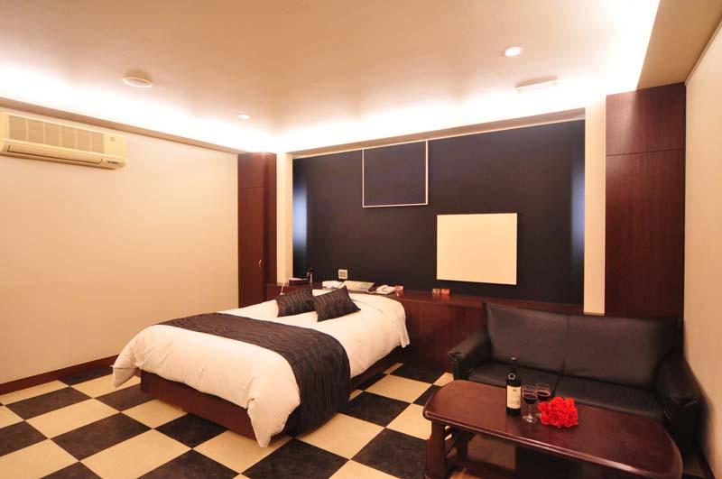 Room122