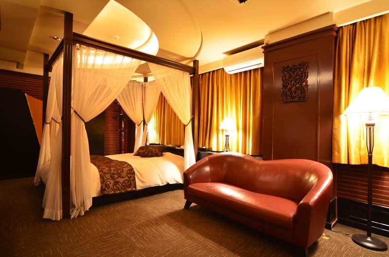 Room608